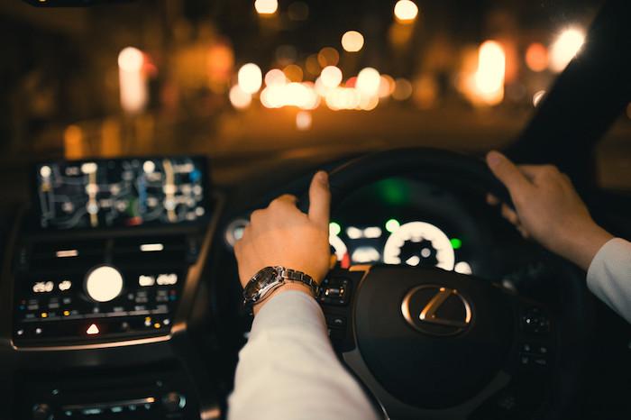 夜の一人ドライブが大好きな理由