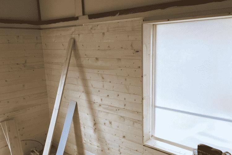 窓の周りの木材DIY